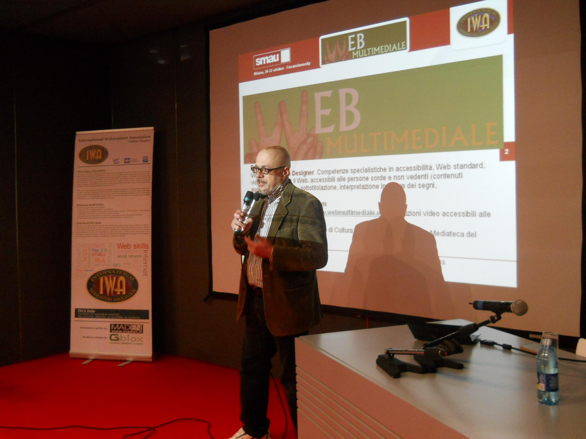 Roberto Ellero e il pubblico dell'arena durante lo speech a Smau 2010 su HTML5 e Web Video
